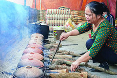 Vu Dai villagers start braising traditional fish for Tet holiday