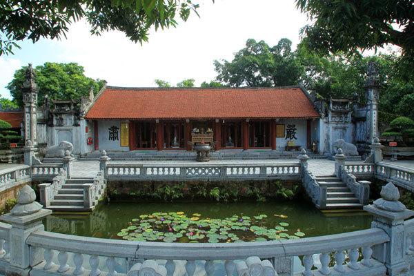 Exploring Hai Ba Trung Temple in Hanoi's outskirt