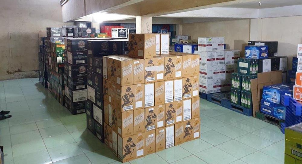 Đột kích hệ thống kinh doanh rượu ngoại nhập lậu cực lớn ở Sài Gòn