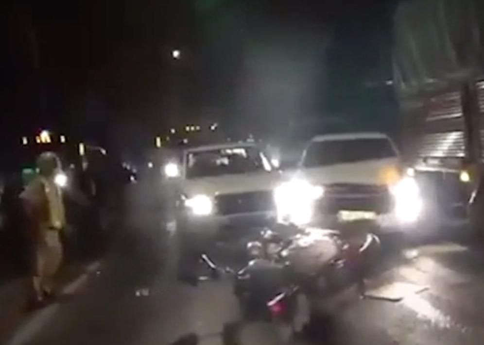 Ô tô chở thuốc lá lậu tông xe cảnh sát trên đường tháo chạy
