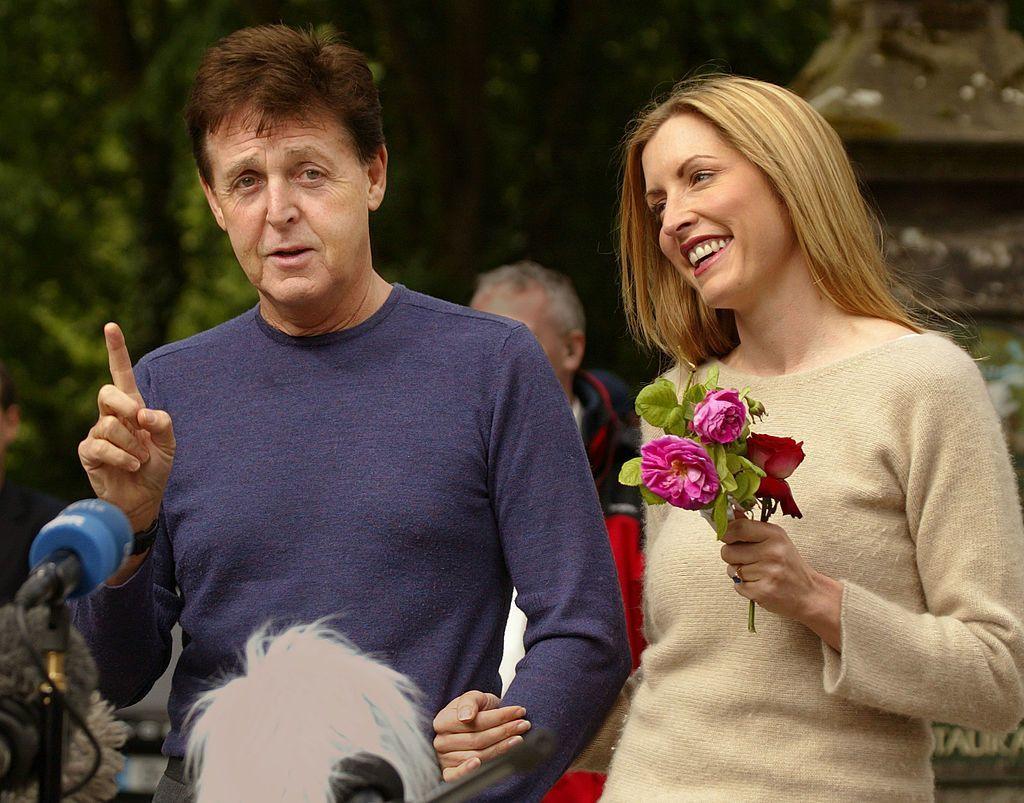 Vợ cũ Paul McCartney cưới nhà làm phim kém 17 tuổi