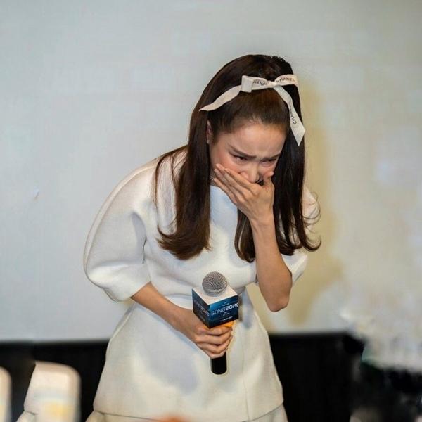 Nhã Phương khóc nức nở, liên tục nói lời xin lỗi trong họp báo