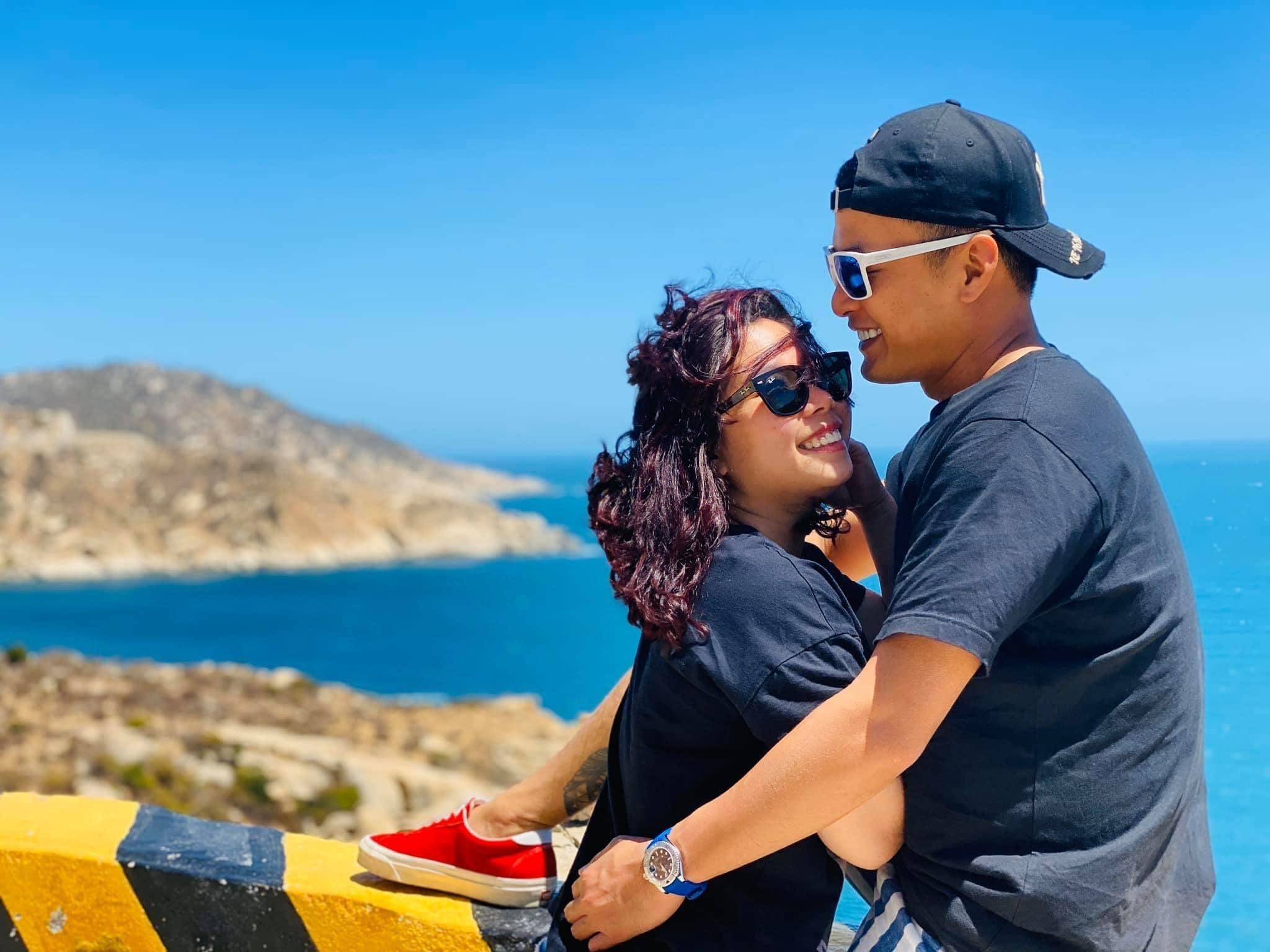 Diễn viên Hồng Đăng hạnh phúc ngọt ngào bên vợ