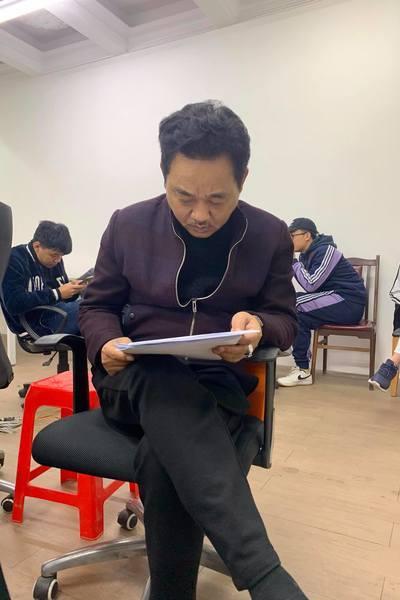 Những hình ảnh đầu tiên của NSƯT Quốc Khánh ở Táo Quân 2021