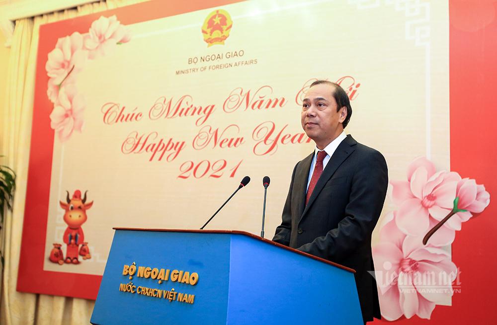 Thứ trưởng Ngoại giao gặp gỡ báo chí nước ngoài tại Việt Nam
