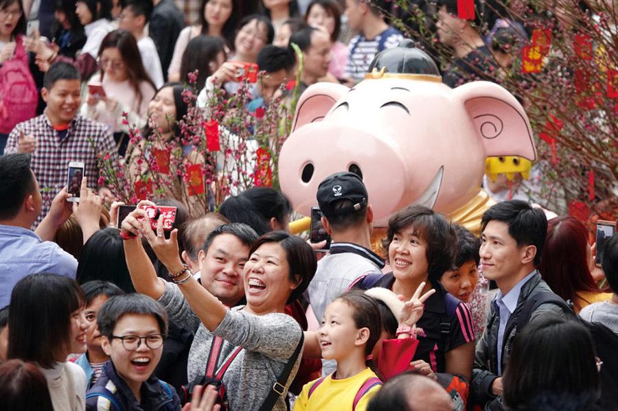 Trung Quốc tặng tiền để người dân ăn Tết tại chỗ