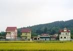Cả làng đổi đời, xây biệt thự nhờ... tiền Kip
