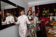 Phạm Khánh Hưng đón Tết sớm cùng nhóm L&L