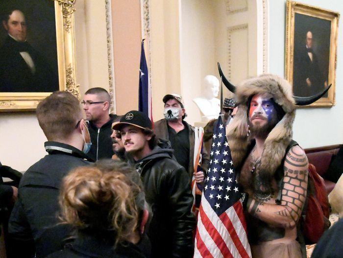 Tiết lộ lời cảnh báo người biểu tình để lại trên bàn Phó tổng thống Mỹ