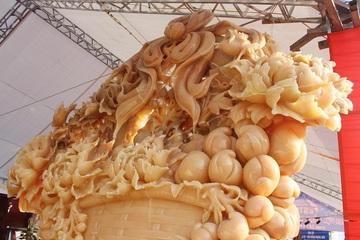 Sửng sốt giỏ hoa Tết bằng ngọc nặng 1,5 tấn, giá gần 700 triệu đồng