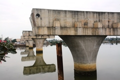 Cầu 150 tỷ xây hơn 3 năm mới xong 4 trụ