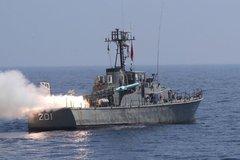 Iran bắn thử nghiệm tên lửa đạn đạo trên biển