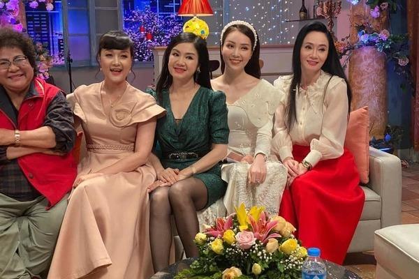 16 Sao Việt hôm nay 25/2: Phút bình yên của Chí Trung và bạn gái ở quê