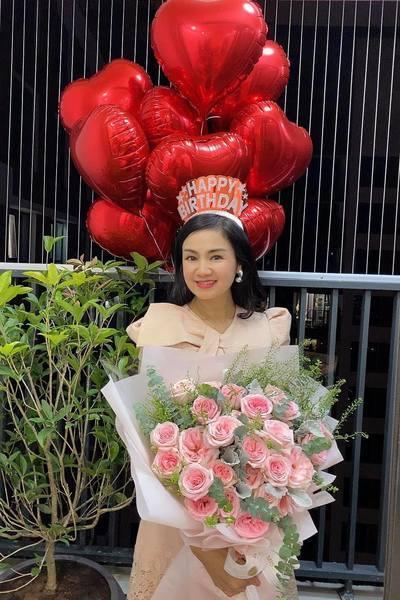 8 Sao Việt hôm nay 25/2: Phút bình yên của Chí Trung và bạn gái ở quê