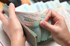 Người lao động mong nhận thưởng Tết bằng tiền, không phải gạch, giấy vệ sinh...
