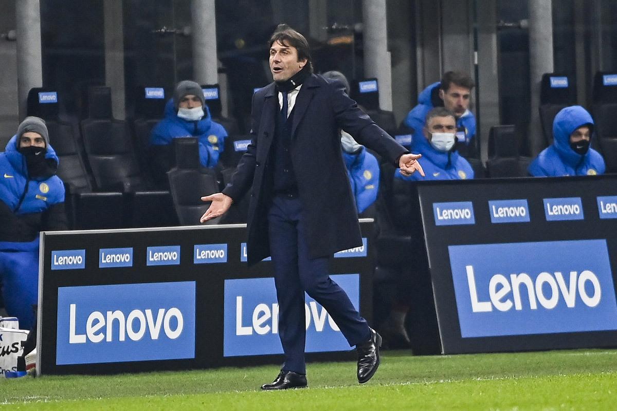 Conte 'nổ vang', Pirlo chê tinh thần Juventus