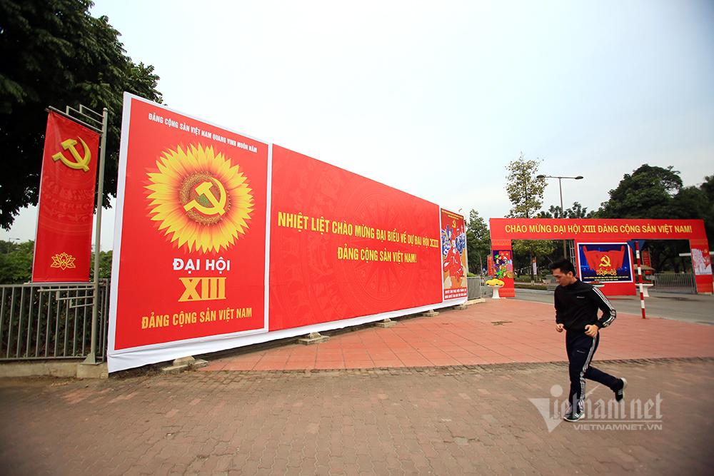 """Hà Nội """"khoác áo mới"""" rực rỡ chào mừng Đại hội Đảng"""
