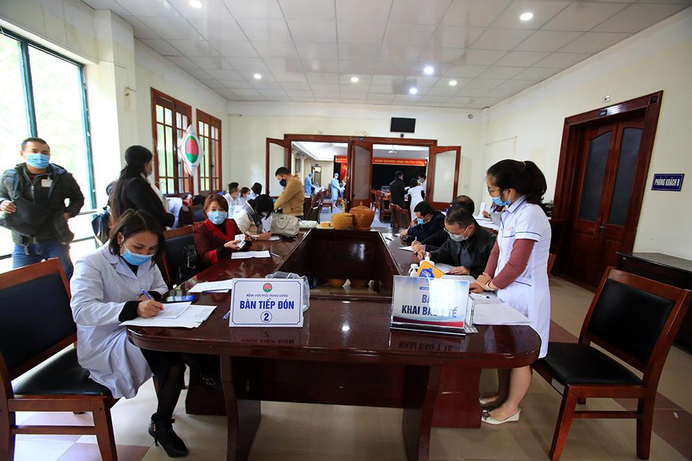 Hàng trăm phóng viên tác nghiệp tại Đại hội Đảng được xét nghiệm Covid-19