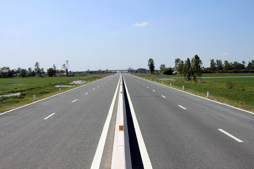 highway,Mekong Delta,traffic jam,vietnam economy