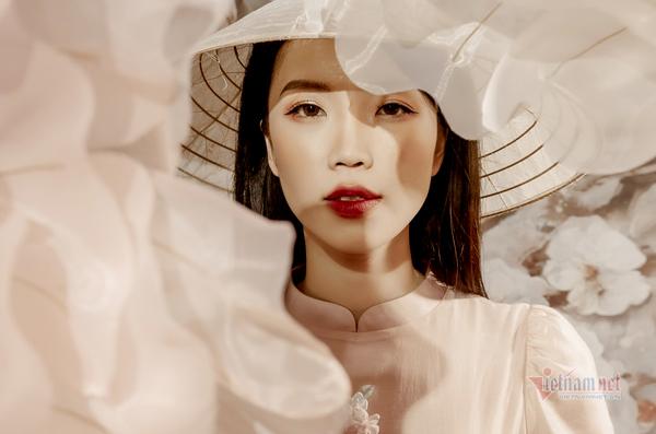 Vẻ đẹp mong manh, xinh đẹp của MC thời tiết Hải Yến VTV