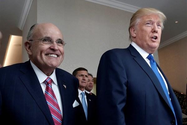 Ông Trump 'chia tay' người đại diện trung thành Giuliani