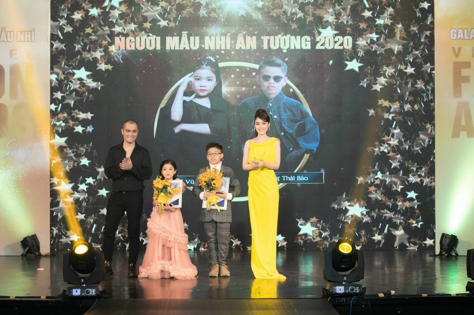 Nhật Dũng, Lý Kim Thảo trao giải cho người mẫu nhí