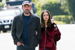 Tài tử Ben Affleck chia tay bondgirl sexy kém 16 tuổi