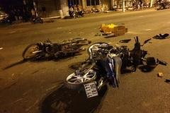 Xe máy tông nhau nát đầu giữa ngã tư ở Bình Dương, 2 người tử vong