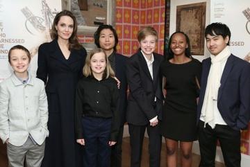 Angelina Jolie mong muốn các con có cuộc sống bình thường