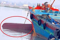 Trục vớt tàu chở dầu bị lật úp ở Nghệ An