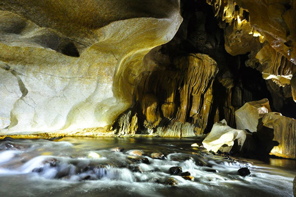 Discovering Tham Phay mysterious cave in Bac Kan