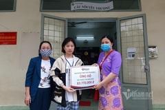 Trao gần 84 triệu đồng cho bé Triệu Thị Nguyên suy thận mạn