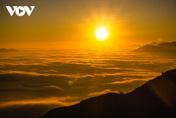 Trekkers can enjoy a spectacular sunset on Muoi Mountain