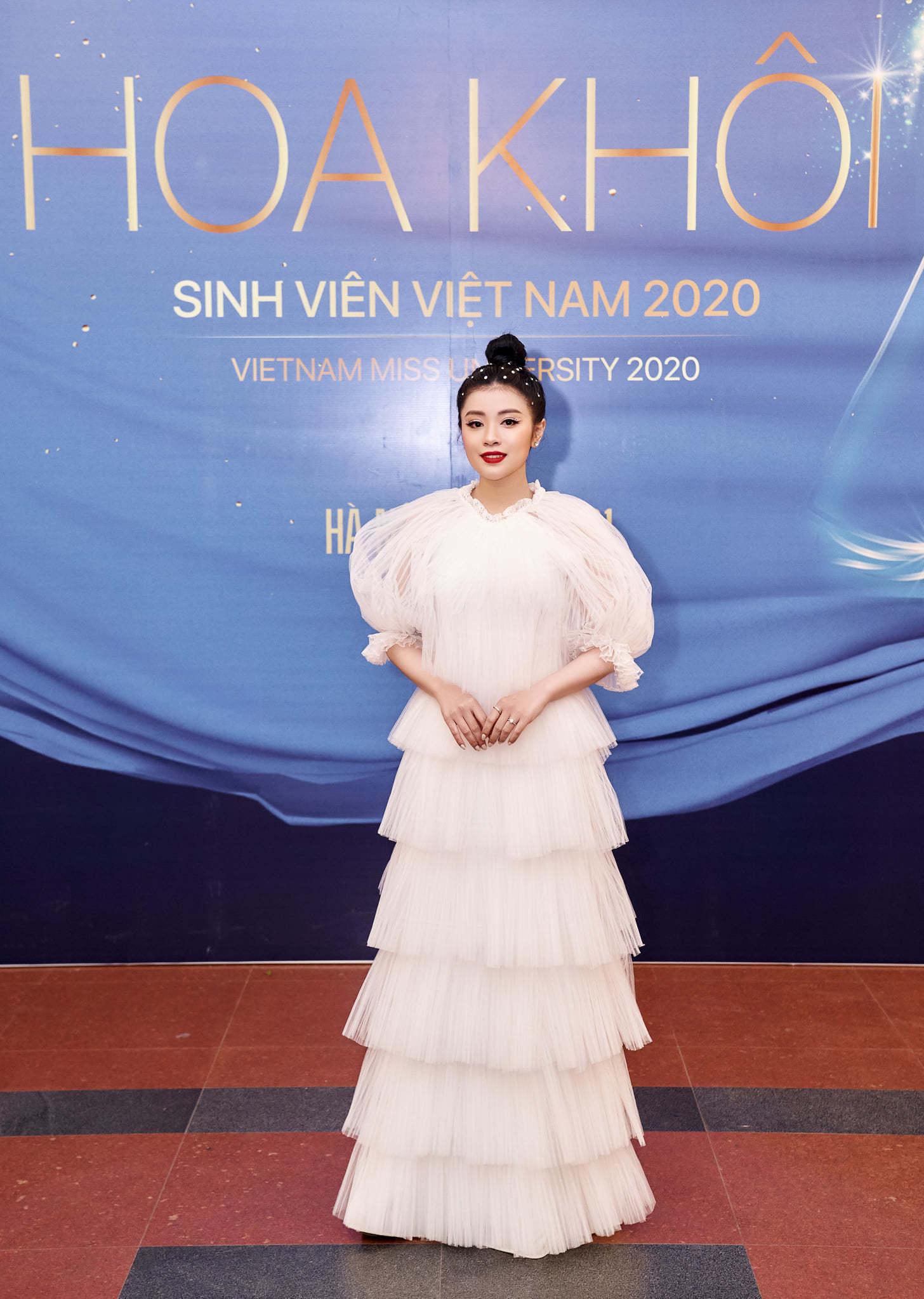 Sao mai Thu Hằng diễn Chung kết Hoa khôi sinh viên