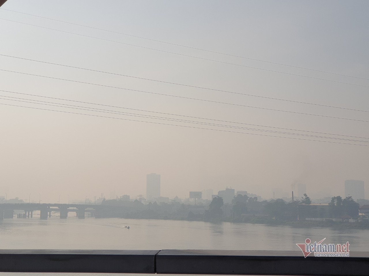 Sương mù bao trùm Sài Gòn từ sáng đến trưa