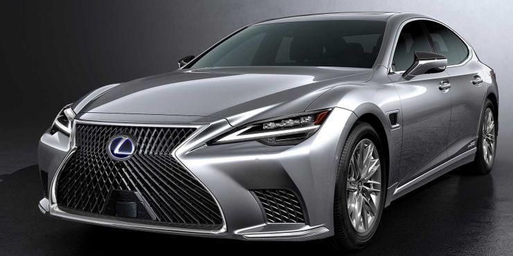 Những mẫu xe đời 2021 đắt mà không 'xắt ra miếng'