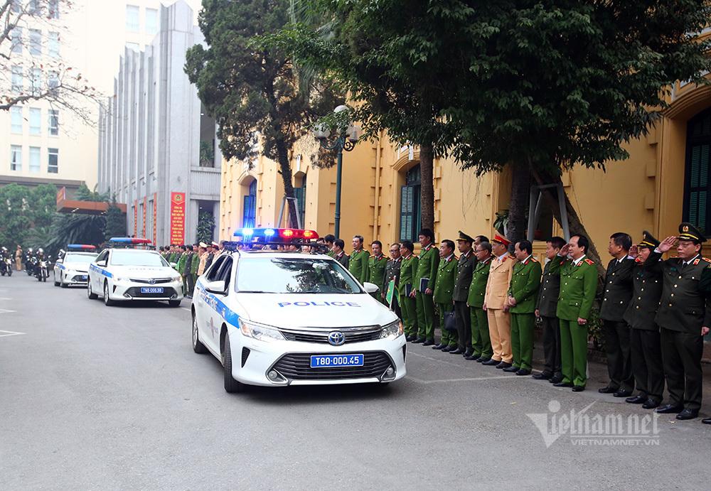 Công an Hà Nội ra quân bảo vệ Đại hội 13 của Đảng