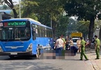 Xe buýt tông chết người bán vé số giữa trung tâm Sài Gòn