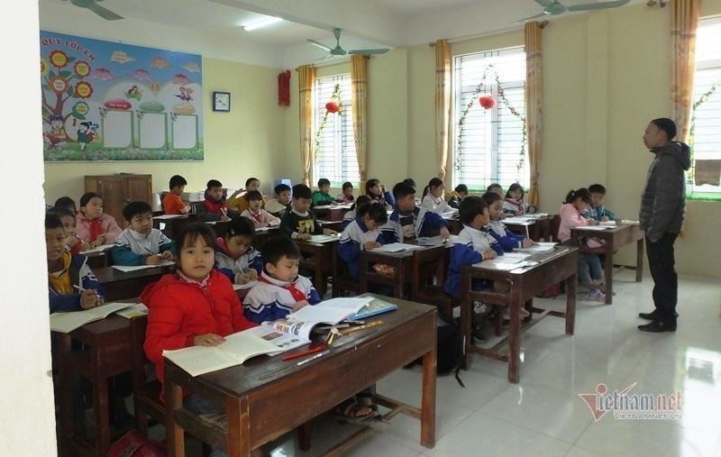 Trường học ngập trong bụi, hơn 250 học sinh, giáo viên ở Thanh Hóa 'kêu cứu'