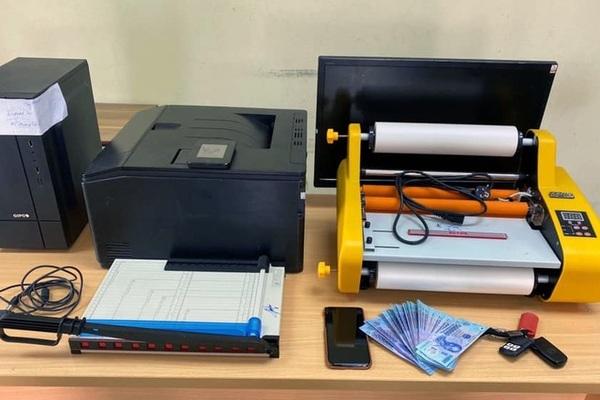 Khởi tố hai nghi phạm dùng máy in màu sản xuất tiền giả ở Hà Nội