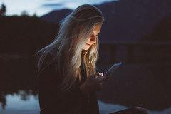 Vợ nhiều lần nghe điện thoại của người yêu cũ rồi khóc trong đêm, phản ứng của chồng cực bất ngờ