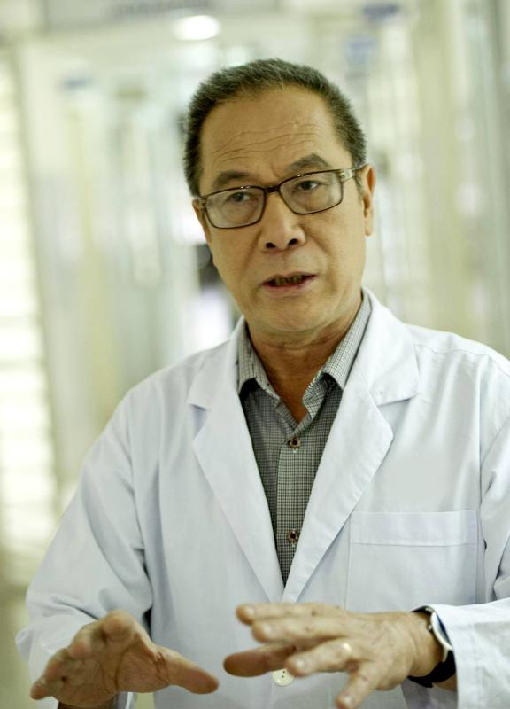 'Khiếm khuyết duy nhất của đạo diễn Tất Bình là yêu NSND Lan Hương quá'