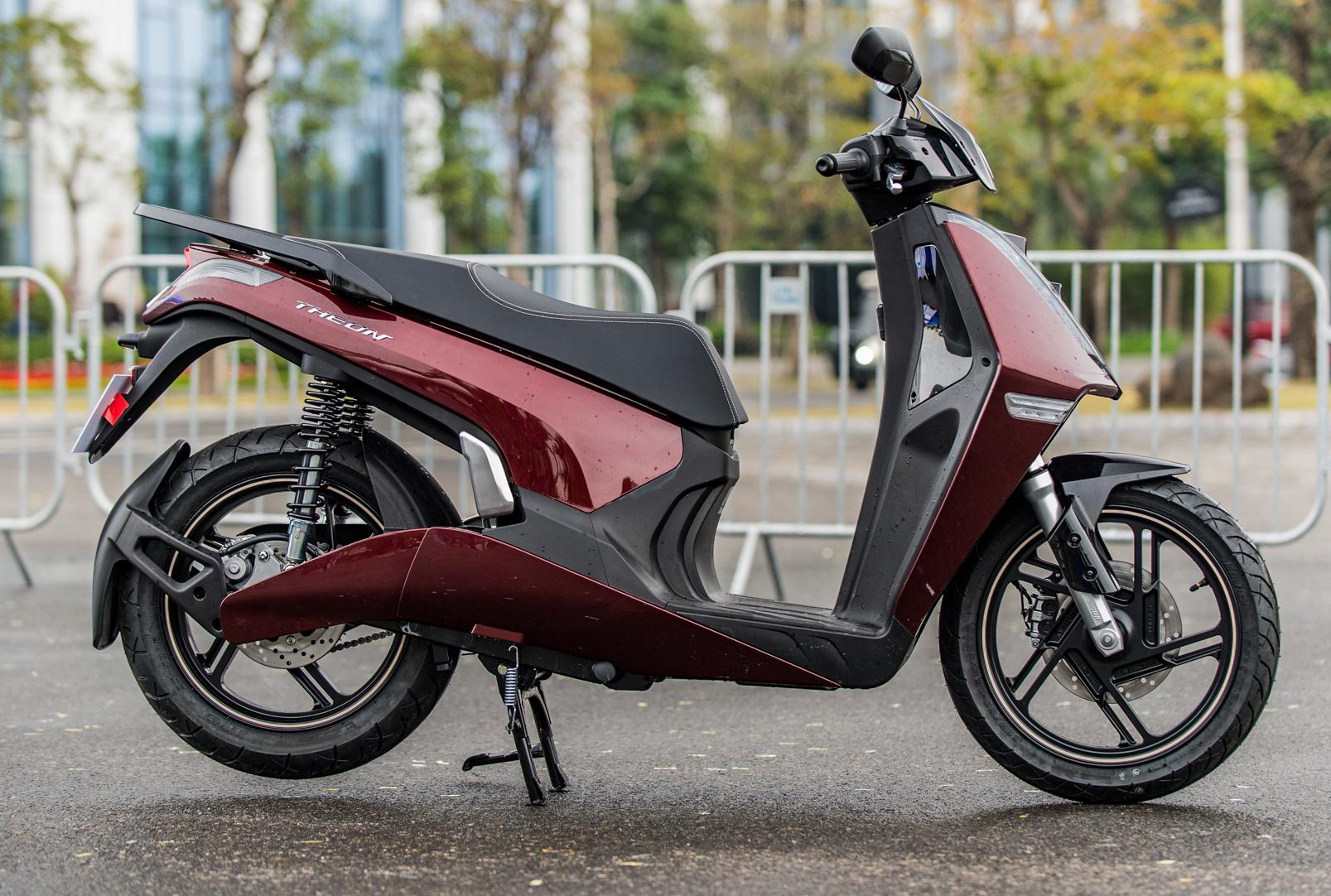 Những mẫu xe máy điện sang chảnh giá đắt đỏ tại Việt Nam