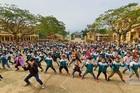 Màn trình diễn võ thuật sôi động trên sân trường của học sinh tiểu học