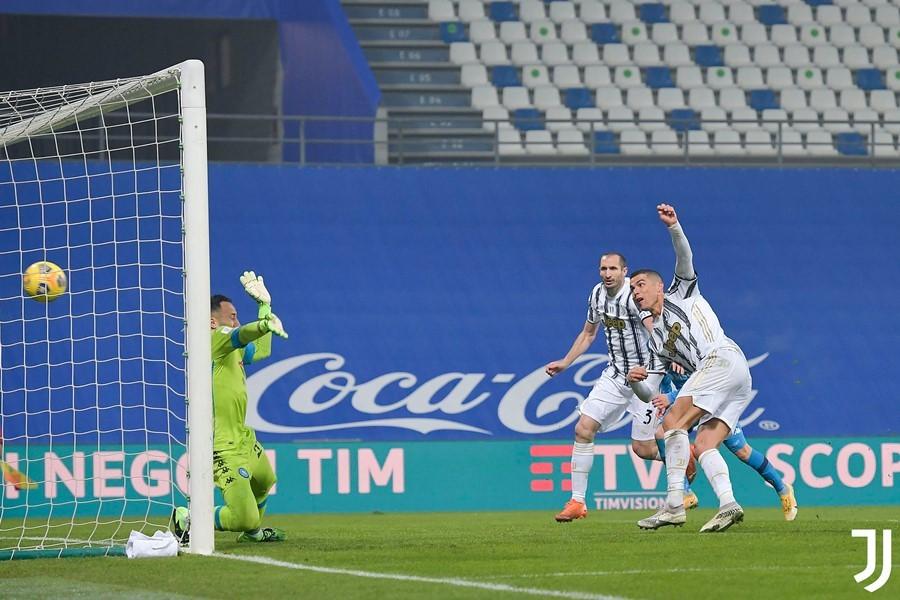 Ronaldo đi vào lịch sử, Juventus đoạt Siêu cúp Italy