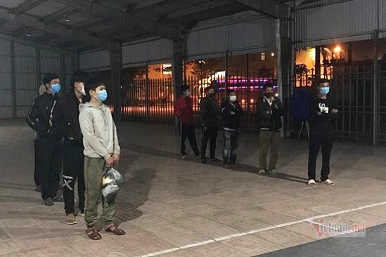 CSGT Hà Tĩnh đón lõng xe khách chở người nhập cảnh trái phép