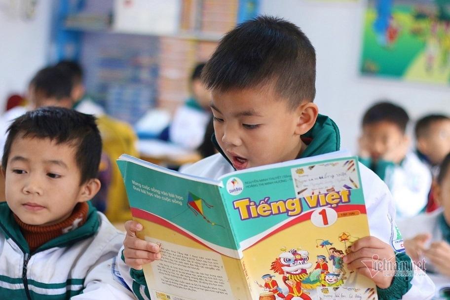 Cử tri đề nghị Bộ GD-ĐT có giải pháp giảm giá sách giáo khoa