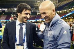 Real xem xét đưa Raul lên thay Zidane