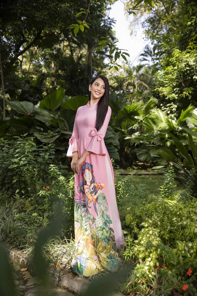 Hoa hậu Tiểu Vy khoe sắc trong BST áo dài Tết