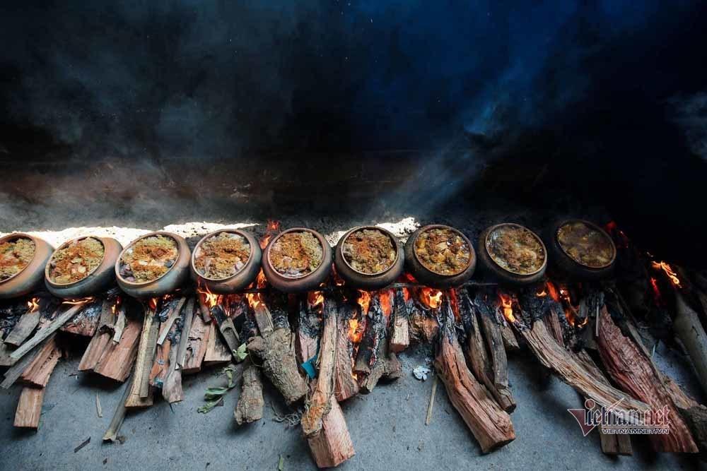 Nổi lửa suốt 15 tiếng, niêu cá '4 trong 1' đặc biệt làng Vũ Đại